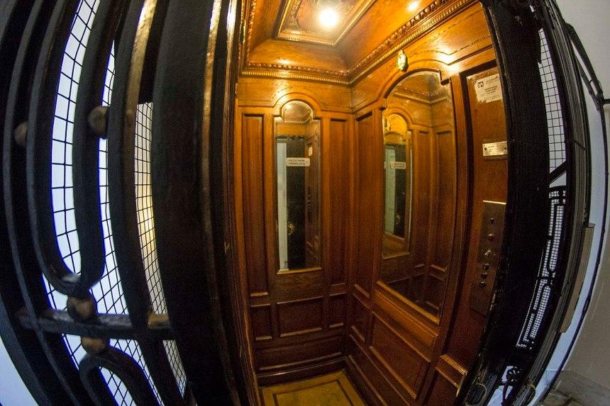 Antiguo_ascensor_presidencial,_Casa_Rosada_01