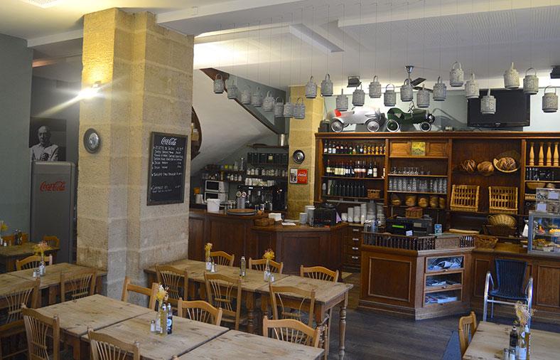 table-restaurant001-KARL
